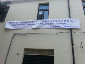 striscione-protesta-manno