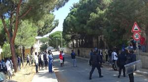 Migranti: protesta in centro accoglienza a Reggio Calabria