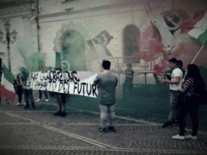 Scuola: a Lamezia Terme gli studenti protestano in motorino