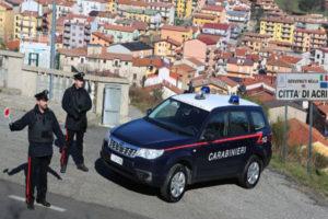 Sassi e bottiglie contro i passanti, due arresti ad Acri