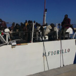 Migranti: in 370 sbarcano a Vibo,ci sono donne incinte e bambini
