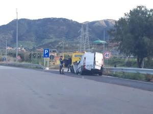 Furgone giu' da cavalcavia a Bonifati, ferite lievi per autista
