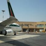 Aeroporto Crotone: sit-in davanti alla prefettura per riapertura