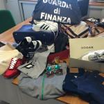 Contraffazione: 600 capi abbigliamento sequestrati a Gioia Tauro