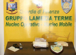 Droga: sorpreso e arrestato sulla ss 18 con oltre 1 kg cocaina