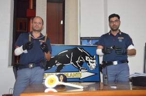 Aggrediscono un uomo e feriscono poliziotti, 2 arresti a Crotone