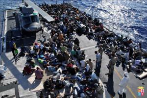 Migranti: nave con 700 persone a bordo attesa a Crotone
