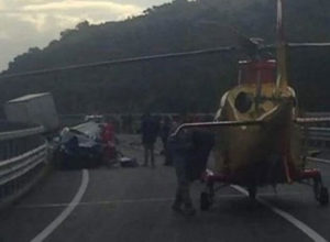 Incidenti: scontro auto-camion a Mammola, un morto e un ferito