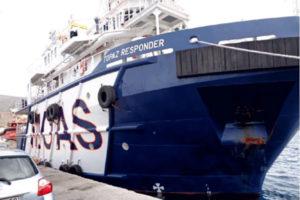 Migranti: giunta nel porto di Vibo Marina nave con 401 persone