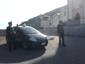 Droga: marijuana in casa, tre persone segnalate dai Carabiniri