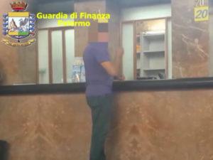 Truffe: Palermo, falso cieco da 10 anni centralinista Regione