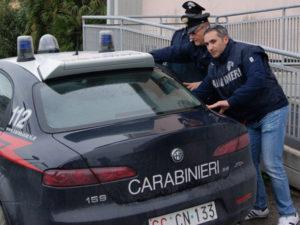 Estorceva denaro a passanti e commercianti, 1 arresto a Crotone
