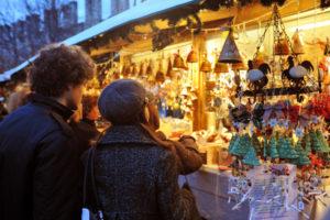 Natale: Coldiretti/Ixe', 6 italiani su 10 shopping nei mercatini