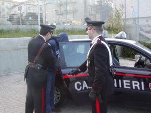 Armato di coltello rapinava donne, arrestato ad Oppido Mamertina