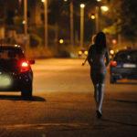 Prostituzione: polizia multa donne e clienti, sequestrate auto