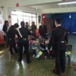 """Vibo: Carabinieri danno calendario bambini Scuola """"Sacra famiglia"""""""