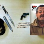 Armi: pistola e baionetta in casa, un arresto nel Reggino