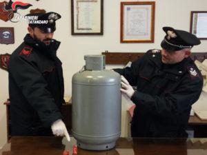 Minaccia di far scoppiare bombola gas, una denuncia a Catanzaro