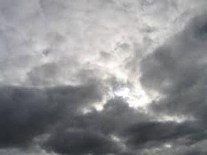 Il tempo: domani cielo nuvoloso, un po' meno freddo