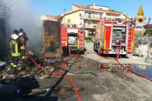 Incendio container domato da Vigili Fuoco nel Catanzarese