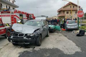 Incidenti: scontro tra due auto sulla 106 a Locri, un morto