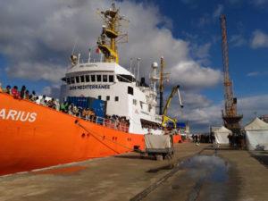Migranti: 645 sbarcati a Reggio Calabria, morta giovane donna