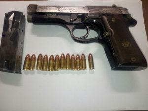 Pistola e droga in casa, giovane di 21 anni arrestato a Vibo