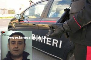 Carabinieri bloccano ladro dopo furto in casa, scappa complice