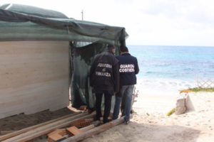 Abusivismo: manufatti sequestrati da Gdf e Guardia Costiera Vibo