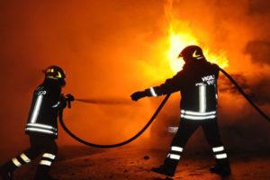 Auto incendiata durante la notte a Vibo Valentia, indagini