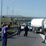 Porto Gioia Tauro: lavoratori bloccano autostrada