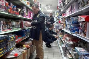 Contraffazione: Gdf sequestra 118.000 prodotti privi di etichetta