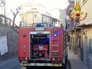 Incendi: paura in un condominio nel Crotonese, fiamme domate