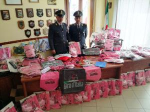Giro d'Italia: Gdf sequestra 35.000 gadget 'rosa' ad Alghero