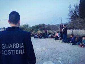 Migranti: 66 soccorsi da Guardia costiera nelle acque del Reggino