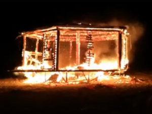 Incendio distrugge chiosco bar a Nocera Terinese, indagini