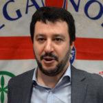 """Migranti: Salvini ironico su tensioni Calabria, """"#colpadiSalvini"""""""