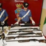 Armi: fucili e pistole sequestrati nel Crotonese dai Carabinieri