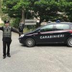 Droga: alla vista dei carabinieri lanciano cocaina dal finestrino, arrestati