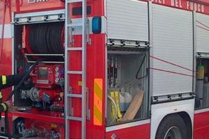 Autoarticolato in fiamme su autostrada in Calabria, nessun ferito
