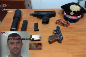 Armi: mitraglietta e pistola in casa, un arresto nel Reggino