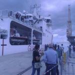 Migranti: a Reggio Calabria nave con 764 persone e 8 cadaveri