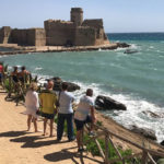Poliziotto in vacanza salva due giovani in mare nel Crotonese