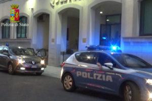 Armi: ricercato arrestato a Reggio Calabria, denunciata una donna