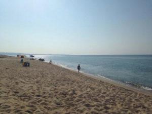 Anziano trovato morto in mare nel Crotonese, forse malore