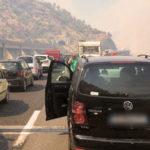 Incendi, fiamme alle porte di Cosenza, autostrada bloccata