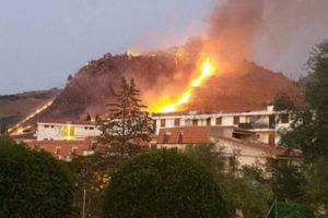 Incendi: situazione seria nel Cosentino, mezzi aerei in azione