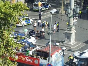 Barcellona: autore attentato asserragliato con ostaggi