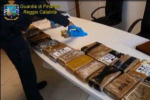 Droga: cocaina tra le banane, sequestro in porto a Gioia Tauro