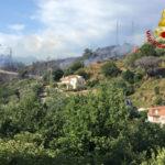 Catanzaro: auto in fiamme appicca incendio in località Piterà